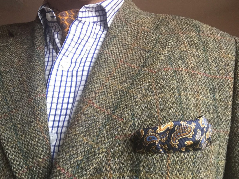 Tweed und Einstecktuch